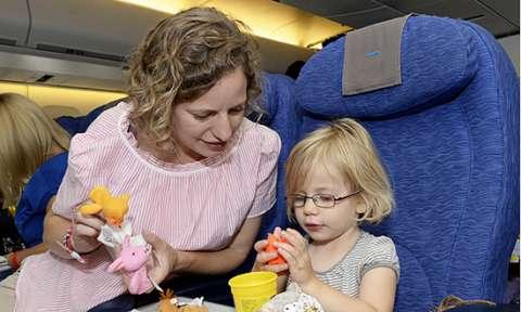 Những kinh nghiệm cho trẻ đi máy bay