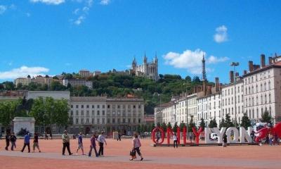Vé máy bay EVA Air giá rẻ đi Lyon – Pháp