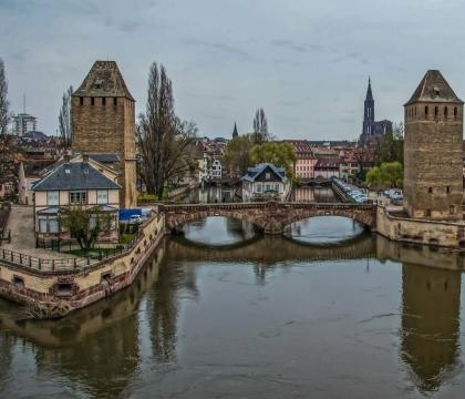 Vé máy bay EVA Air giá rẻ đi Strasbourg – Pháp