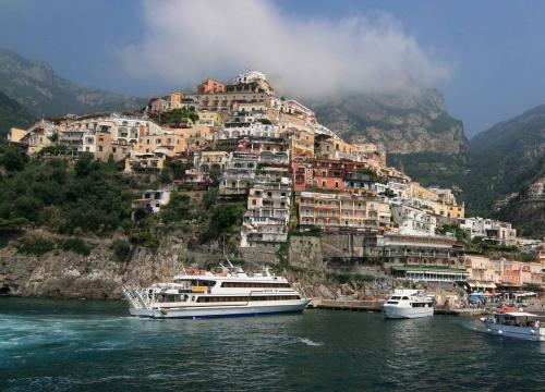 Vé máy bay EVA Air giá rẻ đi Napoli – Ý