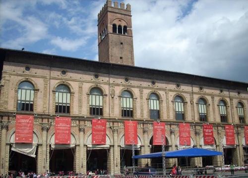 Vé máy bay EVA Air giá rẻ đi Bologna – Ý