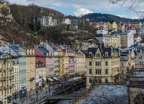 Vé máy bay giá rẻ đi Karlovy Vary hãng EVA Air