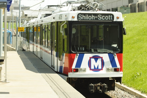 ve-may-bay-di-stlouis-gia-reSt_Louis_Metrolink_train [Anh St. Louis]
