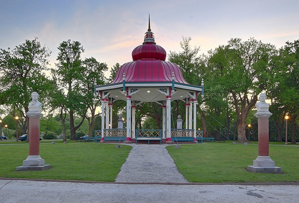 ve-may-bay-di-stlouis-gia-reTower Grove Park [Anh St. Louis]