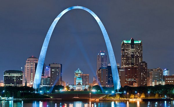 ve-may-bay-di-stlouis-gia-remissouri-st-louis-gateway-arch-night [Anh St. Louis]